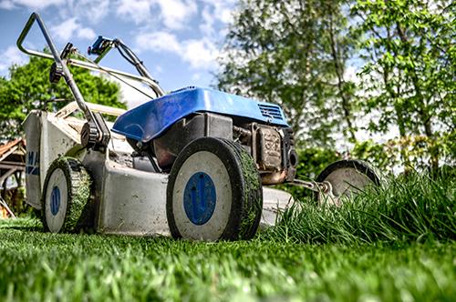 lawn mowing brisbane - circle maintenance